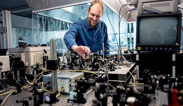 تجربه سرعت 240 گیگابیت بر ثانیه در فیبر نوری با لیزر اسپین